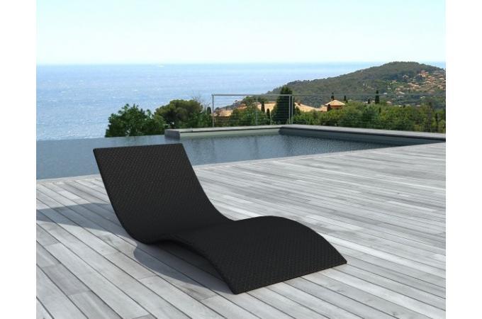 Lit de bain noir en r sine tress e amaury chaise longue for Chaise longue en resine tressee pas cher